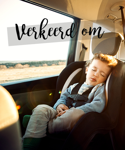 slapend kind in autostoel