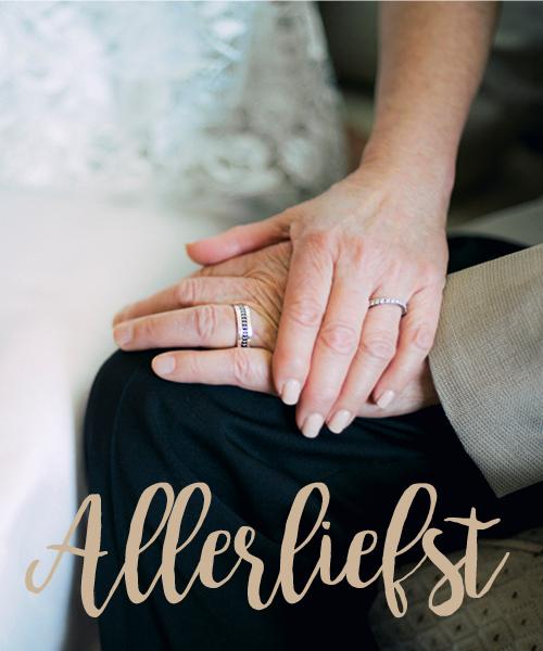 oudere handen met trouwringen