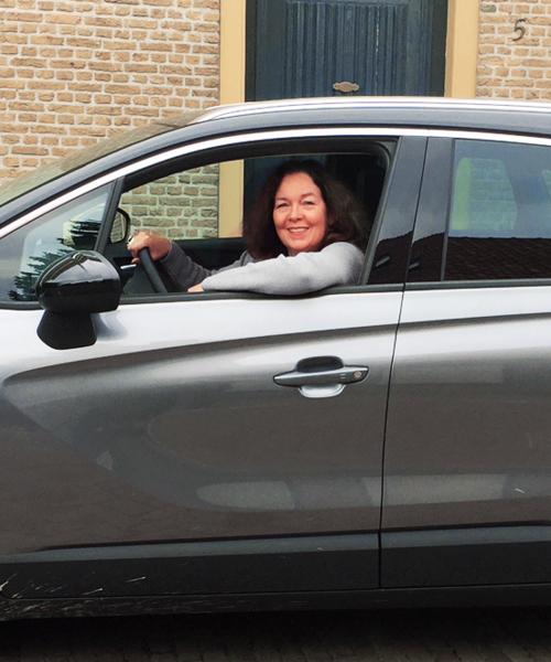 Franska in een Opel auto