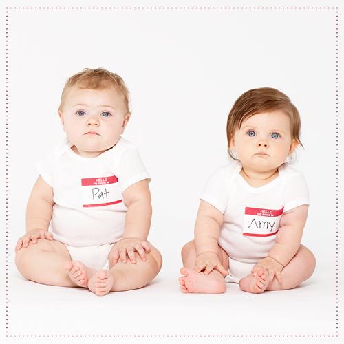 baby's met naamkaartjes