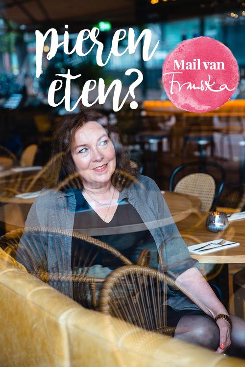 franska in een restaurant achter een raam