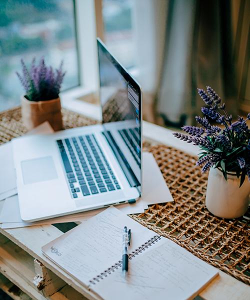 laptop en notieboek