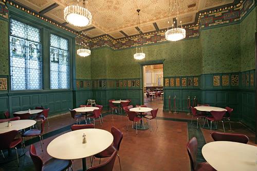 rachel-drinkt-thee-in-het-victoria-albert-museum_ap2