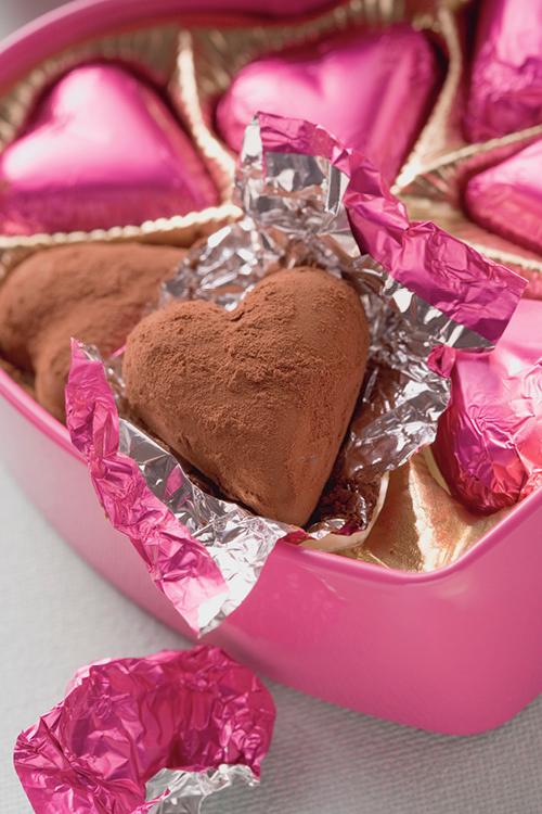 chocolade hartjes in roze verpakking